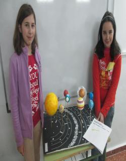 Nuria y Marta con su modelo